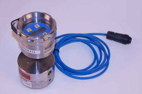 KEM Gear Flowmeter med digitalt display og slange klart for utleie