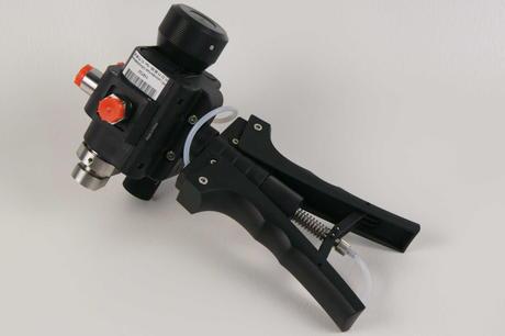 Druck håndholdt pneumatisk pumpe som tåler vakuum, pneumatisk trykk på 600 psi og hydraulisk trykk opp til 10,000 psi