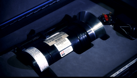 En flamme-simulator som kan brukes til ultrafiolett (UV) eller infrarød (IR) testing av optical flame detectors.