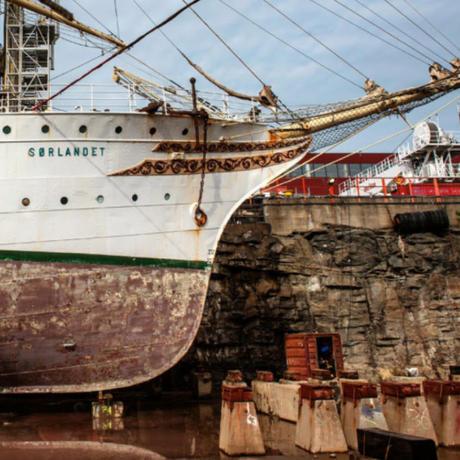 Fullriggeren «Sørlandet» inn for overhaling